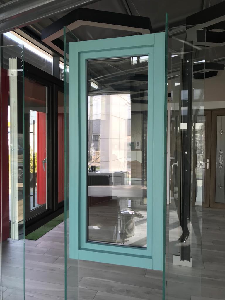 Rivestimento esterno con profili in alluminio